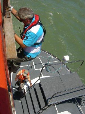 Desembarque do prático (foto ALEXANDRE ROCHA)